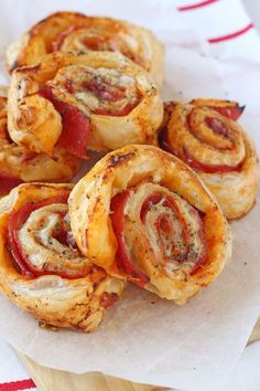 Ham & Cheese Roll Ups Delicious ham and cheese roll-ups with puff pastry. They make a nice treat tea for the family or can even be eaten cold for lunch! Ham Cheese Rolls, Ham And Cheese Roll Ups, Ham Roll Ups, Baby Food Recipes, Snack Recipes, Cooking Recipes, Budget Cooking, Picnic Recipes, Dinner Recipes