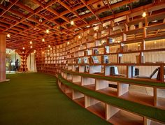 Parabolic Plywood Office  / RAW Architecture