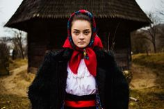 I'm a photographer from Romania that quit her job and started a new life. Two years ago I took my backpack, my camera and begun to travel around the globe, photographing hundreds of natural women surrounded by their culture.