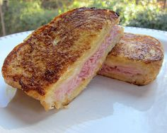 Look at this Monte Cristo sammitch.  Just look at it.  I would eat half of that and wrap the other half in a napkin and carry it around in my pocket all day, knowing that I was just seconds away from that deliciousness.