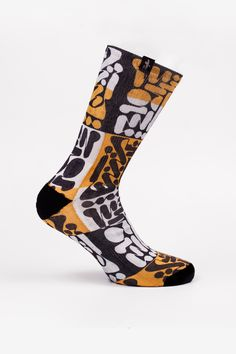 From the hieroglyphics of the ancient Egyptians to the strokes of Arabic calligraphy, letters, apart from forming words, create drawings and figures that evoke different feelings. SALAM evokes peace, and offers perfect comfort for your feet. 14'95€
