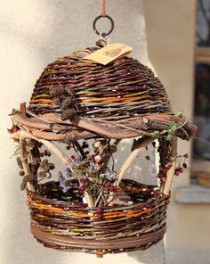 Tresser, tordre les tiges souples ramassées dans la nature Diy Projects For Teens, Diy For Teens, Crafts For Teens, Weaving Projects, Weaving Art, Willow Weaving, Basket Weaving, Home Crafts, Easy Crafts
