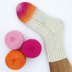 Crochet Patterns Mittens Ravelry: Dip your toes pattern by Evelina Roos Crochet Socks, Knitting Socks, Hand Knitting, Knit Crochet, Knit Socks, Knitting Designs, Knitting Projects, Knitting Patterns, Crochet Patterns