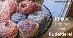 #Knäuel sind nun mal #Rudeltiere!  #proud2craft #schachenmayr Sewing, Knitting, Crochet, Crafts, Humor, Room, Yarns, Knitting And Crocheting, Mantas Crochet