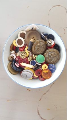 15 x Assorted Sizes Nutty Squirrel Wooden Craft Buttons Sewing Needlecrafts