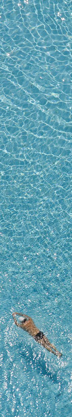 World Water Day - Dia Mundial da Água: Nadador em piscina.  Banco de imagens de fotografias aéreas.