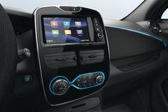 Presentamos alRenault Zoe.El nuevo auto eléctrico de Renault, pertenece a la gama Z.E. (cero emiciones). Cuenta con 80cv de potencia, alcanza los 135km/h y acelera de 0 a 100km/h en 8,1 segundos. Renault Nissan, Renault Zoe, Car Posters, Poster Poster, Vehicles, Mousepad, Computer, Cars, Tv