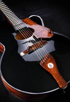 De La Garza's archtop guitars, handmade in Mexico, looks like liquid