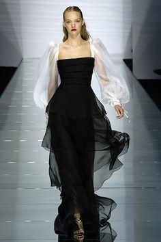 Valentino Spring 2006 Ready-to-Wear Fashion Show - Gemma Ward (IMG)