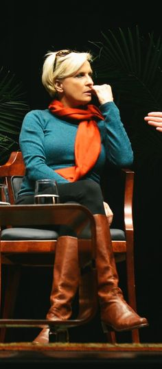 THE APPRECIATION OF BOOTED  NEWS WOMEN BLOG           : Mika Brzezinski's Casual Style