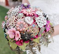 Bridal bouquet made out of vintage brooches.. Isn't it just beautiful!!