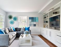 Get inspired by Traditional Living Room Design photo by Clean Design Partners. Wayfair lets you find the designer products in the photo and get ideas from thousands of other Traditional Living Room Design photos. Living Room New York, Living Room Photos, Living Spaces, House Of Turquoise, Bleu Turquoise, Contemporary Decor, Modern Decor, Modern Furniture, Small Apartment Interior