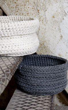 Crochet Laundry basket by adding handles? Crochet Home Decor, Crochet Crafts, Yarn Crafts, Crochet Projects, Cotton Cord, Knit Bracelet, Vide Poche, T Shirt Yarn, Knit Or Crochet
