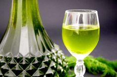 Il liquore al finocchietto selvatico è un ottimo digestivo da servire dopo un pasto sostanzioso.