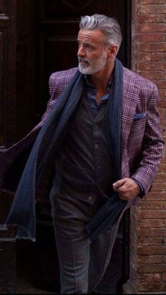 31 Casual Business Outfit for Working Men is part of Older mens fashion - Ultimately, business casual attire is about making choices You'll need one for just about each normal business casual outfit, so […] Men's Business Outfits, Business Casual Attire, Mature Mens Fashion, Suits For Mature Men, Looks Pinterest, Grey Hair Men, Mode Masculine, Sharp Dressed Man, Hair And Beard Styles