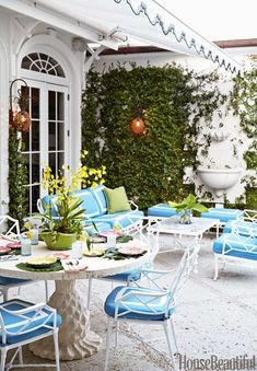 I am absolutely thrilled to be planning a girls trip to Palm Beach in two weeks. Palm Beach is one of my favorite places in the world an. Outdoor Living Space, Beach Patio, Outdoor Decor, Beach Design, Palm Beach Style, Outdoor Design, Palm Beach, Outdoor Spaces, Palm Beach Decor
