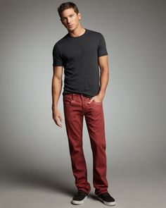 Never a big tee shirt fan but I like this look. Red Pants Outfit, Red Pants Men, Chinos Men Outfit, Maroon Jeans, Maroon Pants Mens, Mens Colored Pants, Colored Denim, Outfits Hombre, Red Chinos