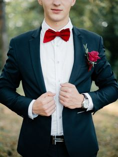 Groom's red bow tie and navy suit + deep red rose boutonnieres | fabmood.com