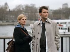 Larry (Clive Owen) and Anna (Julia Roberts) play a couple intertwined in a bizarre, strained relationship in Closer. Jude Law and Natalie. Film Closer, Closer Movie, Julia Roberts, Clive Owen, Romantic Movie Scenes, Romantic Movies, Natalie Portman, Vicky Christina Barcelona, Anna Movie