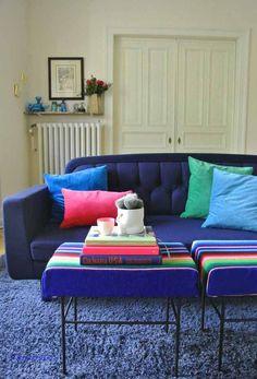 Wohnzimmer Normann copenhagen Sofa Onkel blau mit 70ies Hockern H&M Kissen SAmt happyhomeblog blog