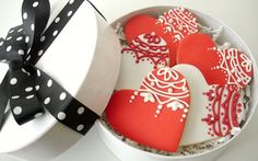 L Sweets : Couture Cookies LITTLE HAT BOXES  SOOOO PRETTY !!!