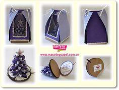 Arbol de Navidad en 3D en papel artesanal sobre base de madera redonda en colores violeta fuerte y lila