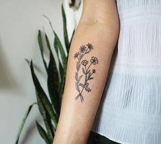 Mom Daughter Tattoos, Tattoos For Daughters, Tattoos For Guys, Tattoos For Women, Daisy Tattoo Designs, Dream Tattoos, Tatoos, Wildflower Tattoo, Flower Tattoo Foot