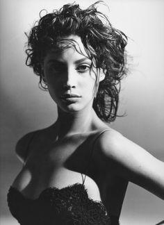 adreciclarte:Christy Turlington by Arthur Elgort