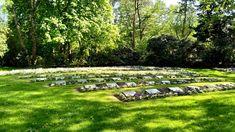 Neulich habe ich einen Gang quer über den Friedhof Ohlsdorf gemacht. Dabei bin ich die verschiedenen Gedenkstätten für die Opfer des Nationalsozialismus abgegangen. Der Spaziergang über den Friedhof umfasst insgesamt 8 Stationen und startet am U/S Bahnhof Ohlsdorf und endet dann in Bramfeld. Der Spaziergang dauert ungefähr 2 Stunden, wenn man nicht durchhetzt.