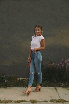 Look with mom jeans - Cute Outfits Jean Outfits, Casual Outfits, Fashion Outfits, Casual Jeans, Dinner Date Outfit Casual, Fashion Story, Fashion Ideas, Fashion Tips, Pageant Wear