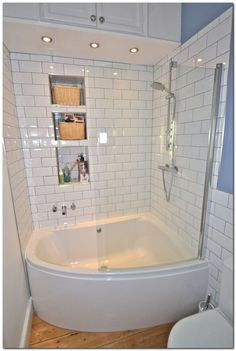 Bathroom : 16 Pictures Of Modern Bathroom Design With Mesmerizing Bathtub Styles - Simple White Small Bathroom Design With Corner Bath Tub and White Ceramic Tiles Walls and Glass Cabin Idea medium version Corner Tub Shower Combo, Bathtub Shower Combo, Bathroom Tub Shower, Tiny House Bathroom, Modern Bathroom Design, Master Bathroom, Shower Doors, Bathroom Small, Bath Tubs