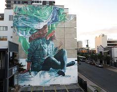 """""""Head in the clouds"""" – neues Wandgemälde von Fintan Magee in Brisbane Fintan Magee lässt in seinen Wandgemälden Traum und Realität zu einer Kunstwelt verschwimmen. Der Australier hat bereits in jungen Jahren die Lie..."""