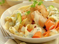 Kylling med hjemmelaget pasta Norwegian Food, Pasta Salad, Potato Salad, Dishes, Chicken, Meat, Cooking, Ethnic Recipes, Kitchen