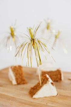 DIY Metallic streamer cake sparklers via Subtle Revelry Diy Party Food, Craft Party, Party Ideas, Cake Sparklers, Nye Party, Party Time, Painted Cakes, New Year Celebration, Food Crafts