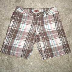 cute shorts  100% cotton. Very comfortable on hot days. Excellent condition. No stains or rips. Smoke and pet free home. If you have any questions feel free to ask. No Boundaries Shorts Bermudas