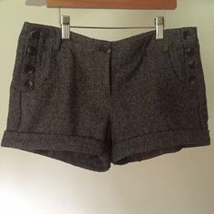 I just discovered this while shopping on Poshmark: Thick herringbone shorts. Check it out! Price: $9 Size: S