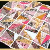 If you're looking for fat quarter quilt patterns that come together fast, this free bed quilt pattern is like no other quilt pattern you'll find. The Refracted Light Fat Quarter Quilt has blocks that are reminiscent of a refracted ray of light. Vintage Quilts Patterns, Patchwork Quilt Patterns, Quilt Patterns Free, Quilting Projects, Sewing Projects, Class Projects, Quilting Ideas, Sewing Ideas, Panel Quilts