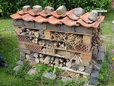 hotel landscape insect box erik van ommen by netpe - hotel Marigolds In Garden, Edible Garden, Garden Pots, Garden Cottage, Vegetable Garden, Garden Table, Insect Hotel, Bug Hotel, Garden Structures