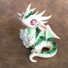 Green-Speckled-Snowflake-Dragon-Sculpture d'autres figurines pokemon : http://amzn.to/2luw5mX