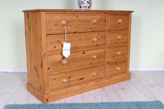 Large 8 drawer pine chest, solid throughout - http://www.sussexpineonline.co.uk/