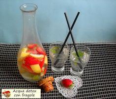 Acqua detox alle fragole. Ottima, saporita e salutare. Questi i motivi per bere l'acqua così preparata, del resto il nostro organismo deve bere tanto.