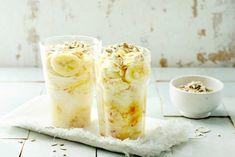 Soja naturel is een heerlijk plantaardig alternatief voor yoghurt. De kokos en banaan zorgen voor een zoete touch - Recept - Allerhande