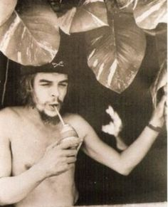 Biografía de Ernesto Che Guevara Biografía de Ernesto Che Guevara - Apuntes y monografías en Taringa! Biografía de Ernesto Che Guevara Biografía de Ernesto Che Guevara - Apuntes y monografías en Taringa! Rare Historical Photos, Rare Photos, Vintage Photos, Strange Photos, Iconic Photos, Havana, Jean-paul Sartre, Ernesto Che Guevara, The Doctor