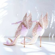High-end Women Pinnk Butterfly Sandals Metal Stiletto Heel Metallic Cut-outs Pumps Bling Bling Crystal Celebrity Wedding Shoes Fancy Shoes, Pretty Shoes, Beautiful Shoes, Cute Shoes, Me Too Shoes, Beautiful Live, Beautiful Women, Manolo Blahnik Heels, Giuseppe Zanotti Heels