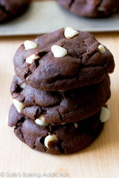 Inside out Chocolate Chip Cookies - good chocolate cookie recipe (thick, chewy, soft, fudgy) and use any add-ins you like White Chocolate Chip Cookies, Chocolate Cookie Recipes, Cookie Desserts, Just Desserts, Delicious Desserts, Dessert Recipes, Chocolate Chips, Mint Chocolate, Yummy Treats