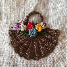 -2016/10/07 열심히 엮은 바구니에 꽃은 요요로~ . . . . . By Alley's home #embroidery#knitting#crochet#crossstitch#handmade#homedecor#needlework#antique#vintage#pottery#flower##ribbonembroidery#quilt#프랑스자수#진해프랑스자수#창원프랑스자수#리본자수#프랑스자