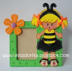 portaretrato foamy abeja goma eva Bug Crafts, Foam Crafts, Baby Shower Souvenirs, How To Make Paper Flowers, Easy Paper Crafts, Punch Art, Diy Frame, Cute Cards, Creative Crafts