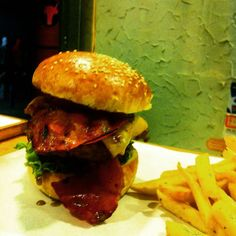 Wanted Burger'de Herkül Burger 360g sizi bekliyor. Kadıköy Bahariye Serasker Caddesi Kazasker Sokak No:7'de....