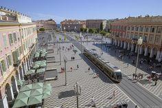 Nice Place Masséna - Tim Boric - De Place Masséna is een bouwproject uit de jaren 1830 toen Nizza niet tot Frankrijk behoorde. Bij de komst van de tram in 2007 is het plein geheel opnieuw ingericht. De menselijke figuren in boeddhahouding op hun... http://ift.tt/2cQUqjC IFtemppicpinned in Building blocksdownld in ios #September 12 2016 at 09:29PM#via IF