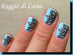 Raggio di Luna Nails: Black & white abstract flowers on light blue